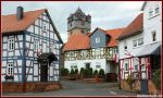 Fronhausen: Altes Rathaus und Kirche